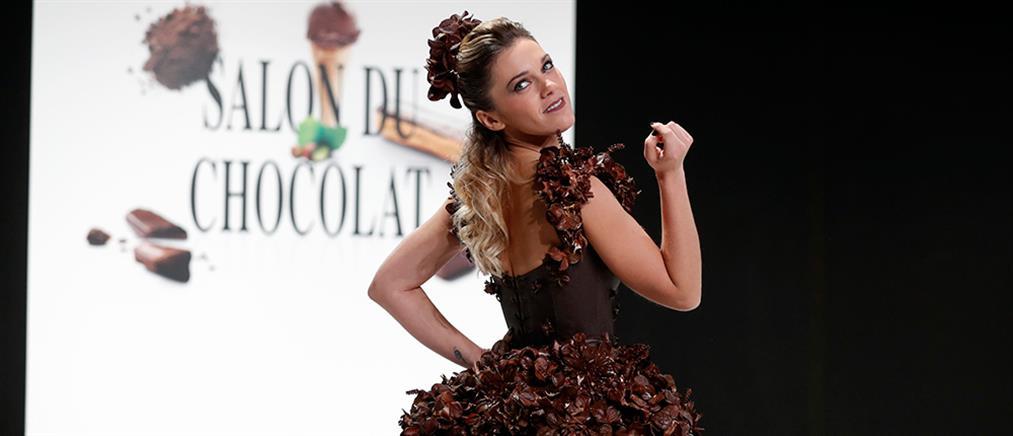 Επίδειξη μόδας ρούχων από σοκολάτα (βίντεο)