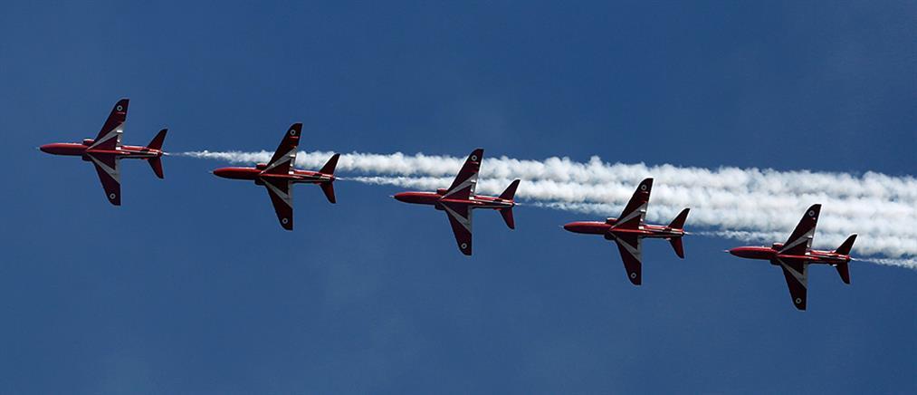 Ζωγράφισαν τον ουρανό οι πιλότοι των Red Arrows (φωτο+βίντεο)