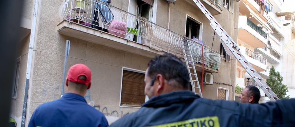 Εγκλωβισμένοι απο φωτιά σε διαμέρισμα