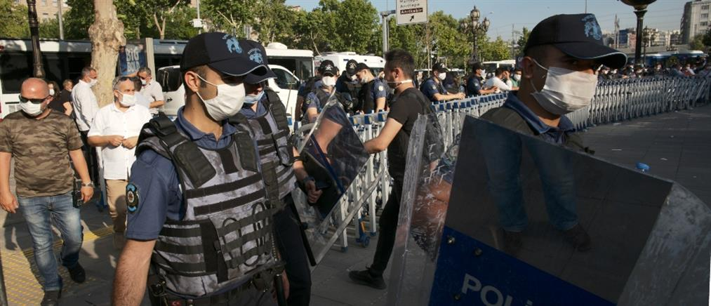 Εντάλματα σύλληψης για πάνω από 130 στρατιωτικούς και δικαστές στην Τουρκία