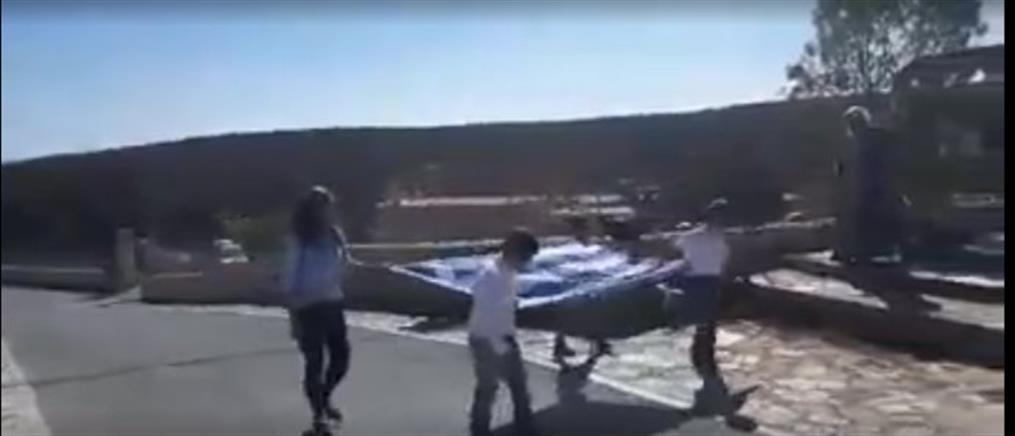 Η παρέλαση τριών μαθητών στην Γαύδο (βίντεο)