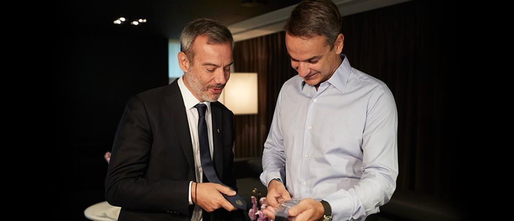 Συνάντηση Μητσοτάκη - Ζέρβα: η γραβάτα και η... σπόντα του πρωθυπουργού