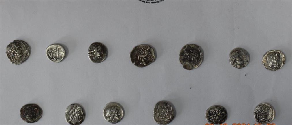 Αρχαιοκαπηλία στην Ηλεία: Θα πουλούσαν αρχαιότητες έναντι 170000 ευρώ (εικόνες)