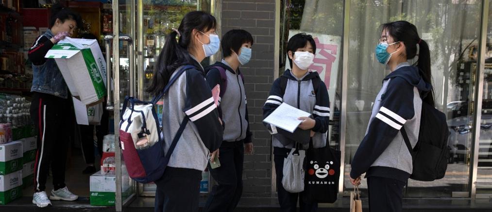 Κορονοϊός: Με βραχιολάκι που μετρά τη θερμοκρασία επιστρέφουν οι μαθητές στο Πεκίνο