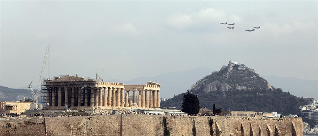 Μαχητικά αεροσκάφη πέταξαν πάνω από την Ακρόπολη (φωτο)