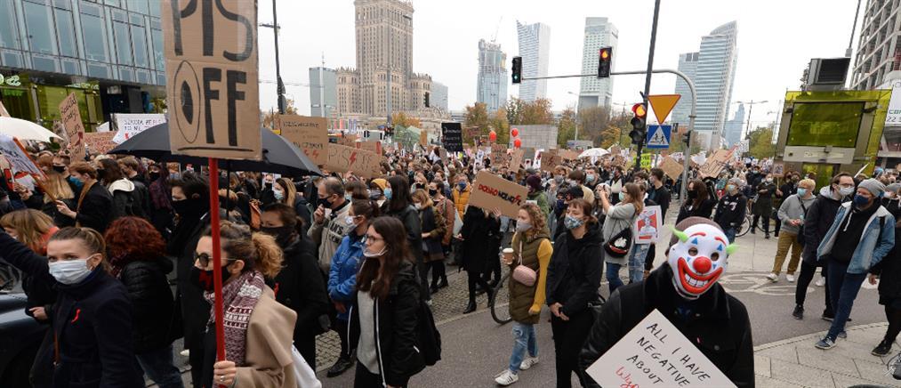 Πολωνία: Απεργία για το δικαίωμα  στην άμβλωση (εικόνες)