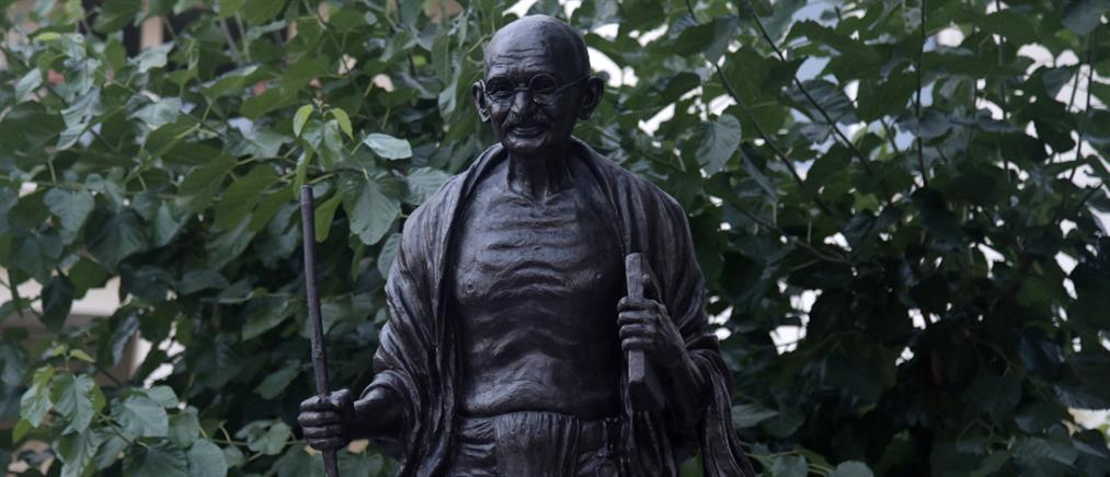 Μαχάτμα Γκάντι: Αποκαλυπτήρια ανδριάντα στην Αθήνα (εικόνες)