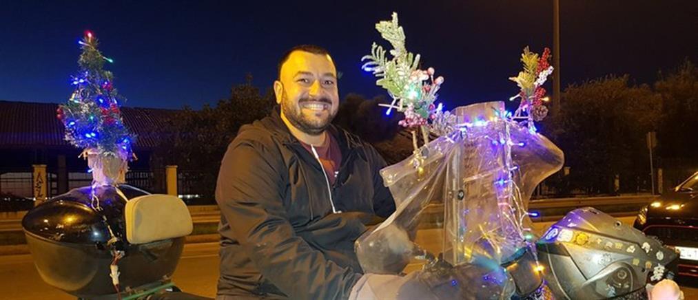 Ο ντελιβεράς που μαζί με το φαγητό φέρνει και το… πνεύμα των Χριστουγέννων! (εικόνες)