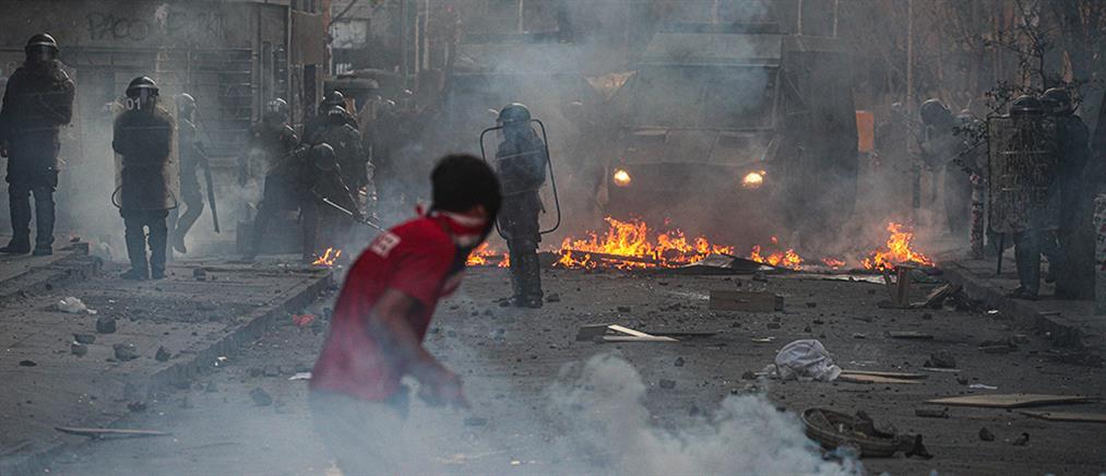 """""""Κόλαση"""" στην Χιλή: Άγρια επεισόδια και φωτιές (εικόνες)"""