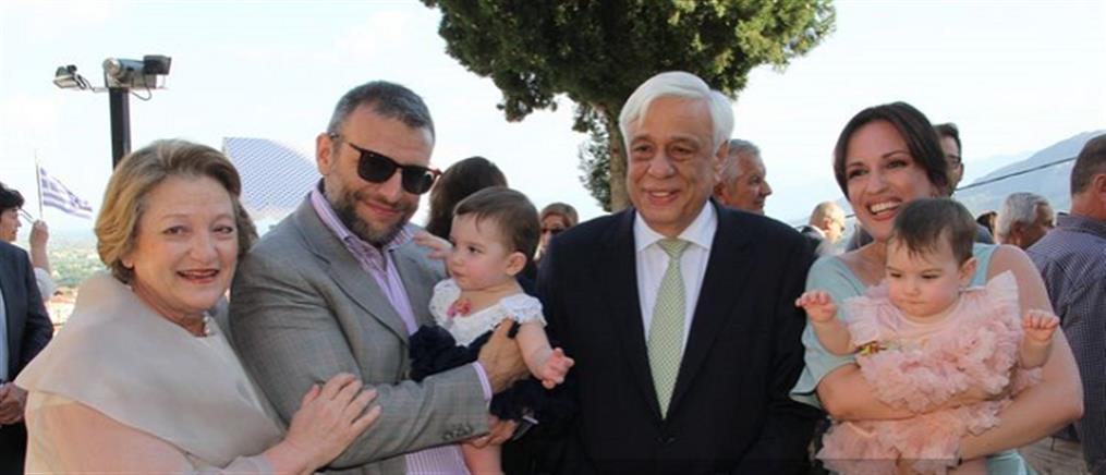 Στη βάπτιση των εγγονών του ο Προκόπης Παυλόπουλος (βίντεο + φωτό)