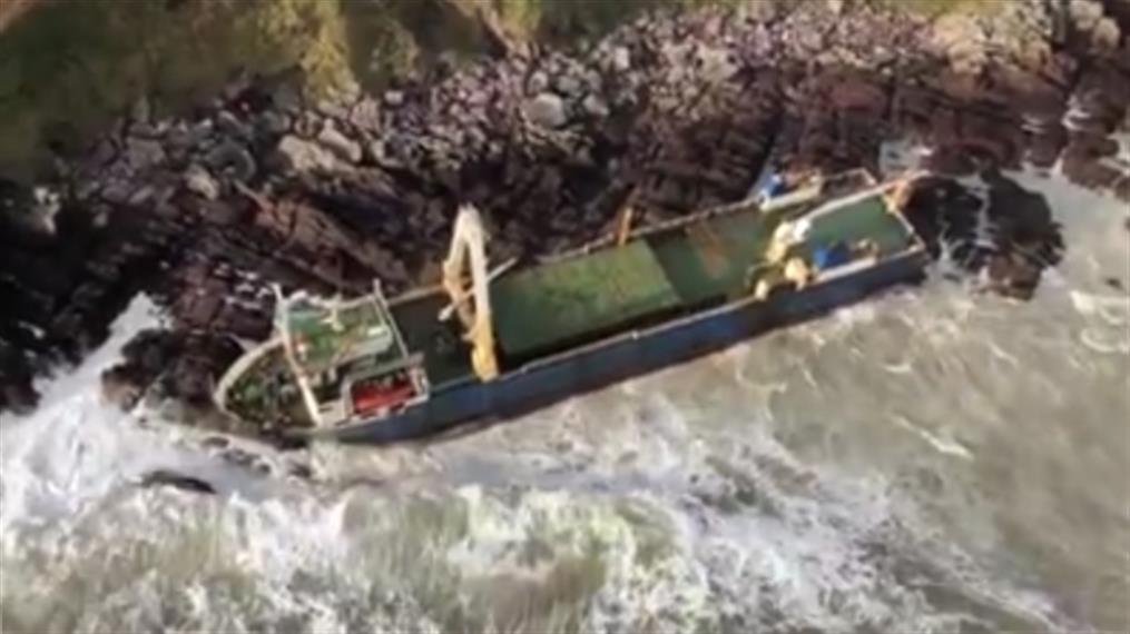 Πλοίο «φάντασμα» ξεβράστηκε στην Ιρλανδία