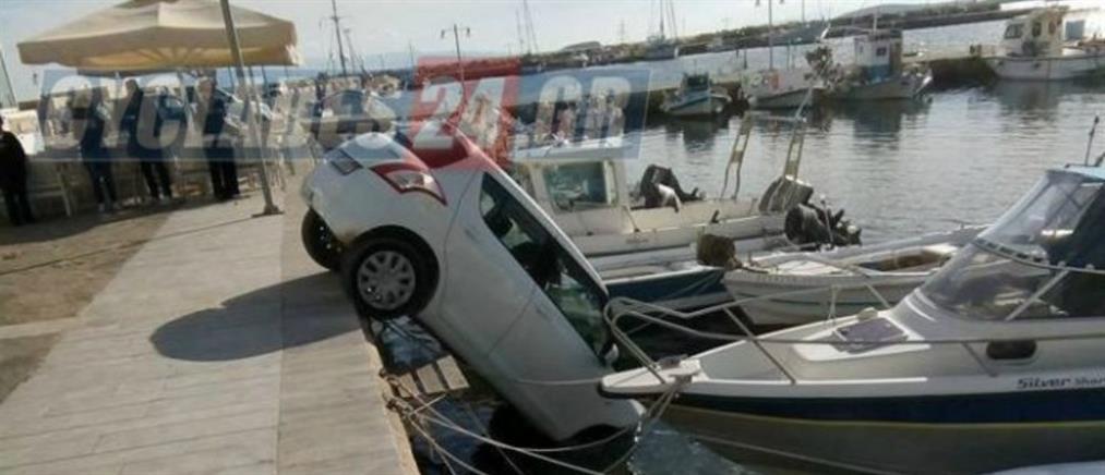 """Ξέχασε να βάλει χειρόφρενο και το αμάξι """"βούτηξε""""… στην θάλασσα! (φωτο)"""