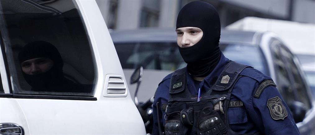 Συναγερμός στην Αντιτρομοκρατική: βρέθηκαν όπλα σε διαμέρισμα στο Κολωνό
