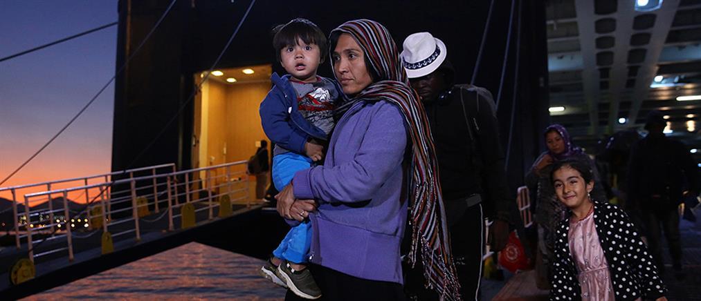 Στον Πειραιά εκατοντάδες μετανάστες από τα νησιά