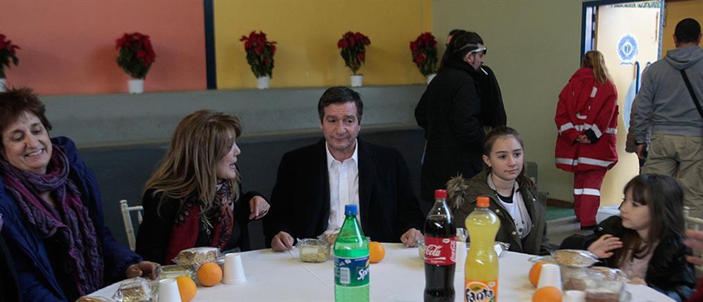 Γεύμα αλληλεγγύης σε άπορους και άστεγους από το Δήμο Αθηναίων