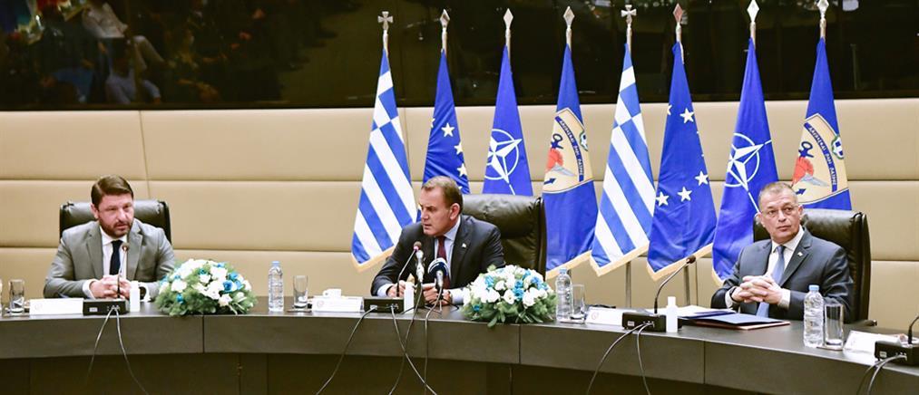 ΥΕΘΑ: Ο Χαρδαλιάς, ο Στεφανής και το εγγόνι του υφυπουργού (εικόνες)