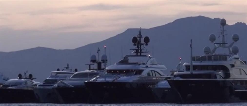 Γέμισε από κόσμο και σκάφη η Μύκονος! (βίντεο)