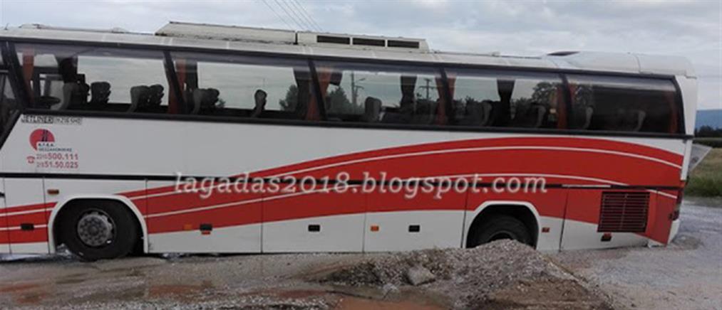 """Οδόστρωμα """"κατάπιε"""" λεωφορείο (φωτο)"""
