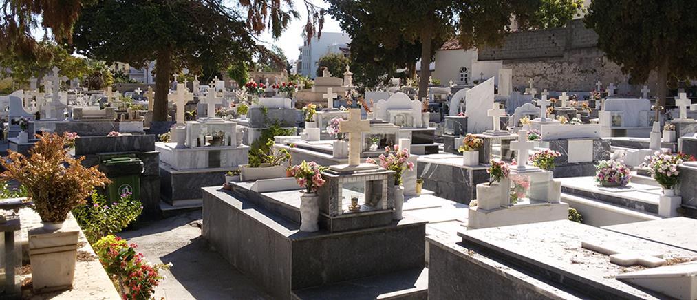 """""""Κυνηγοί μετάλλων"""" ξήλωσαν καντήλια και σταυρούς από νεκροταφεία"""