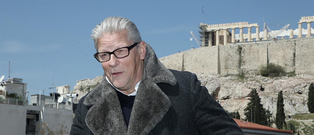 Φαμπρ σε Έλληνες καλλιτέχνες: Ανοίξτε τα αυτιά σας και τα μάτια σας