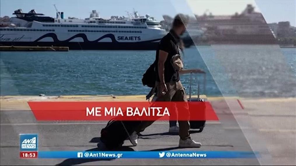 Εικόνες καλοκαιριού στο λιμάνι του Πειραιά