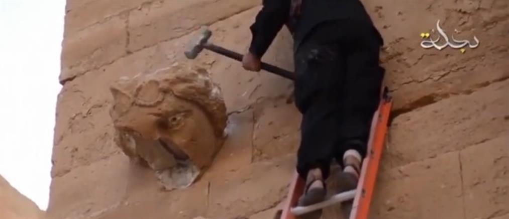 Τζιχαντιστές καμαρώνουν για την καταστροφή αρχαιοτήτων