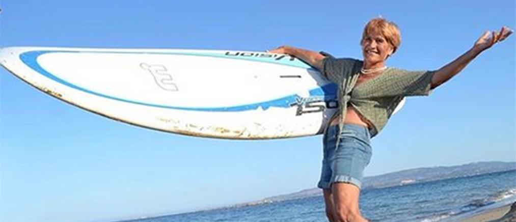 Ελληνίδα 81χρονη σέρφερ ετοιμάζεται να μπει στο βιβλίο των ρεκόρ Γκίνες!