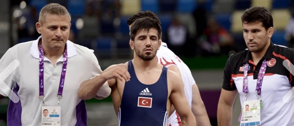 Κατέρρευσε Τούρκος παλαιστής στους Ευρωπαϊκούς Αγώνες (Βίντεο)