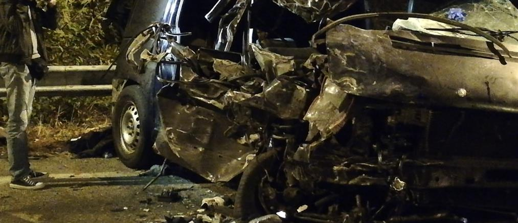 Νεκρός οδηγός ΙΧ που καρφώθηκε σε μεταλλικές μπάρες