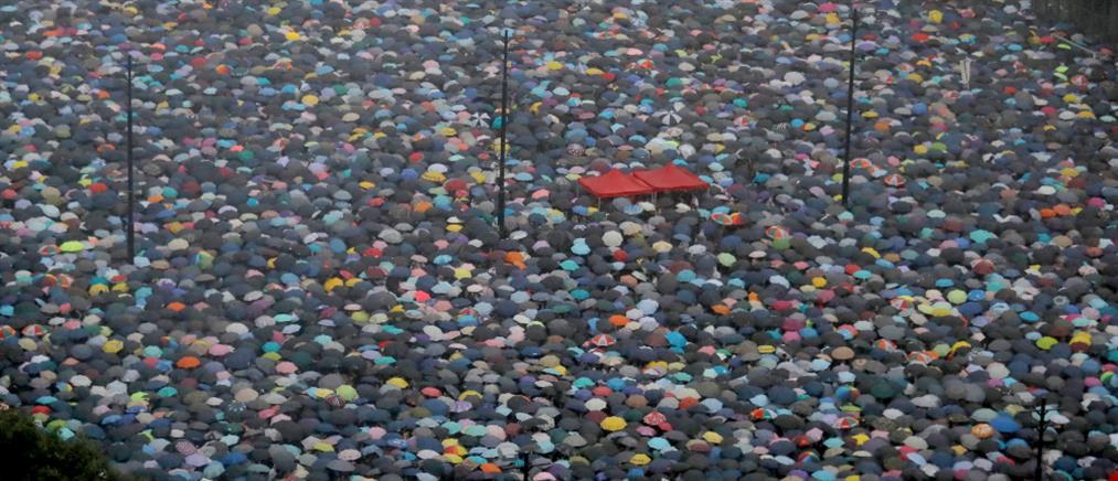 """Χονγκ Κονγκ: Αποσύρεται το νομοσχέδιο που """"ξεσήκωσε θύελλες"""""""
