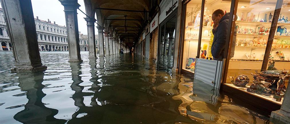 Σε κατάσταση εκτάκτου ανάγκης η Βενετία (εικόνες)