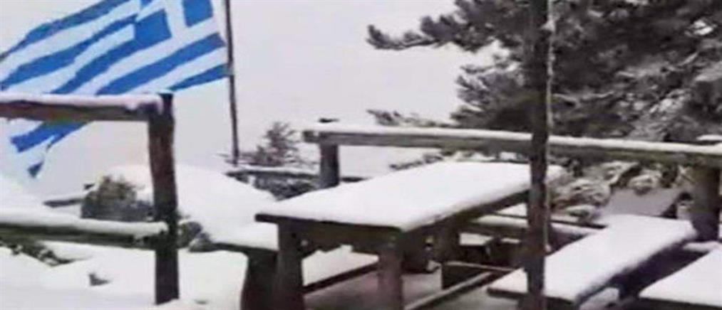 Βίντεο: Η χιονόπτωση στην Πάρνηθα