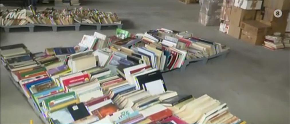 Το βιβλιοπωλείο των αστέγων που ομορφαίνει την Αθήνα (βίντεο)