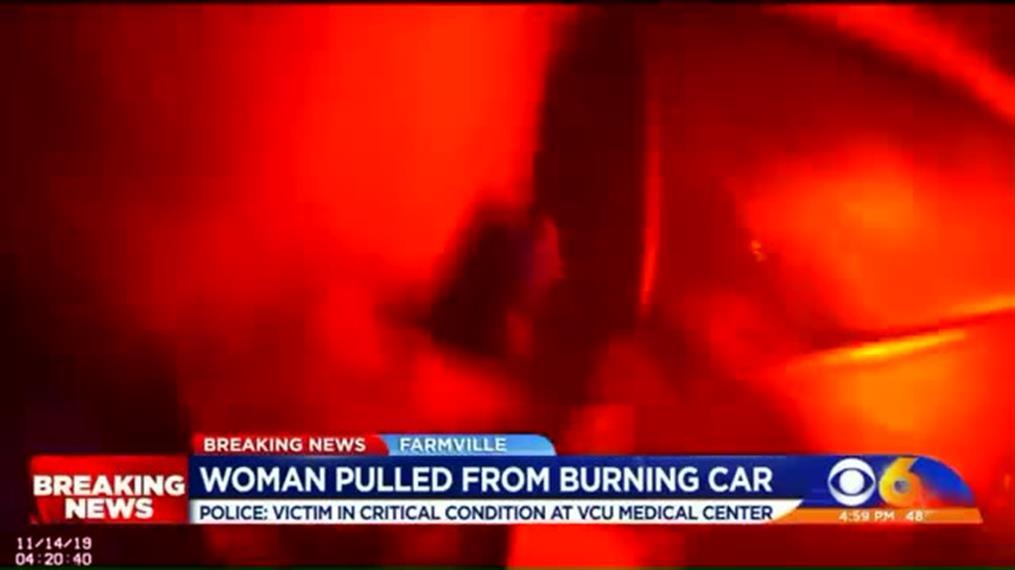 Διάσωση γυναίκας από φλεγόμενο όχημα