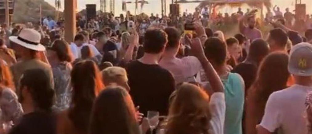 """Κορονοϊός - Μύκονος: """"Λουκέτο"""" σε φημισμένα beach bar"""