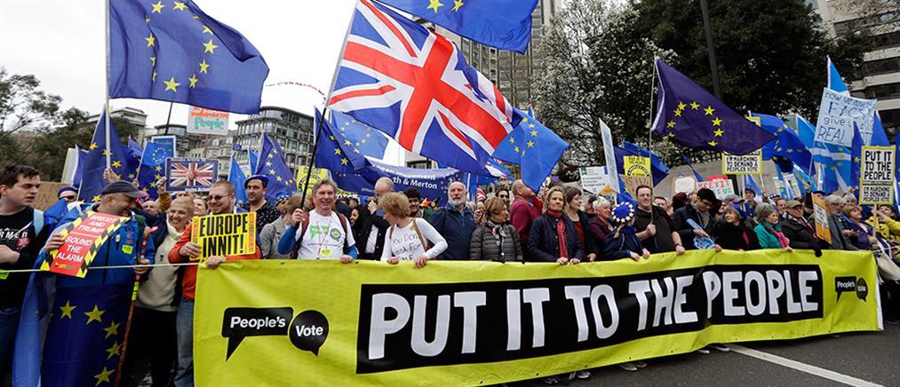 Οι σχεδιασμοί της Μέι για το Brexit και την πολιτική της επιβίωση