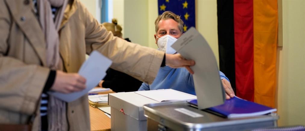 """Εκλογές στην Γερμανία: """"Μάχη"""" για την πρωτιά"""