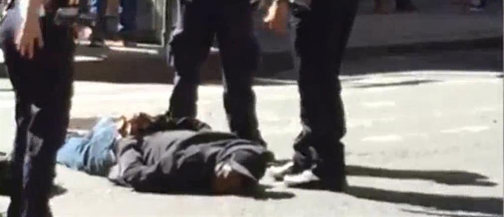 Πυροβόλησαν άνδρα που επιτέθηκε με σφυρί στο κέντρο του Μανχάταν