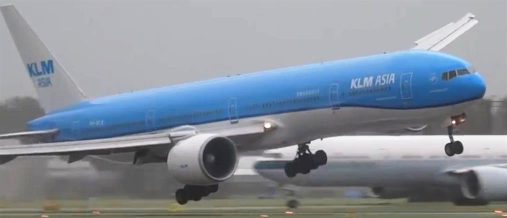 Δραματική προσγείωση αεροσκάφους εξαιτίας θυελλωδών ανέμων (Βίντεο)
