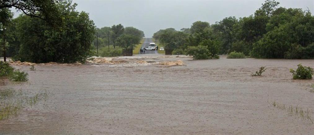 Φονικές πλημμύρες πλήττουν τη Νότια Αφρική