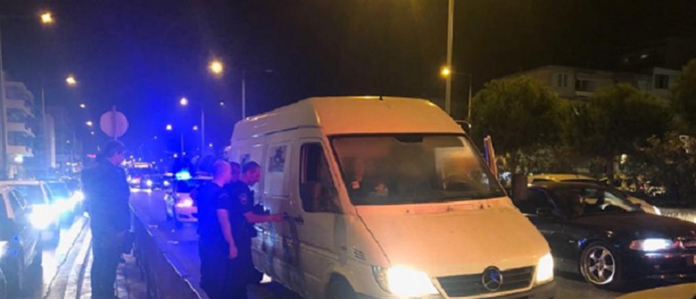 Καρέ καρέ κινηματογραφική σύλληψη διακινητή μεταναστών (εικόνες)