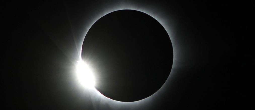 Μαγικές εικόνες από την ολική έκλειψη ηλίου (βίντεο + φωτο)