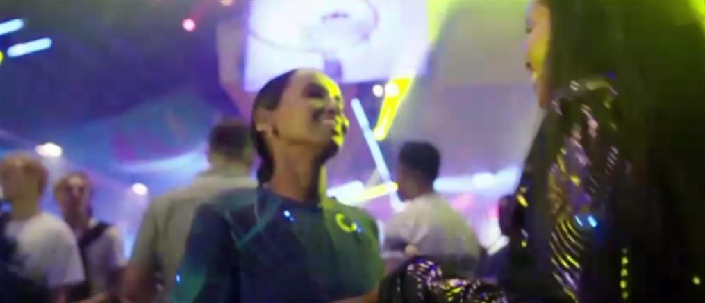 """Κωφοί """"αισθάνονται"""" την μουσική χάρη σε απτικό γιλέκο (βίντεο)"""