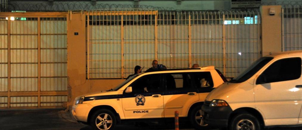 Κατασχέθηκαν κινητά και μαχαίρια στις φυλακές Κορυδαλλού
