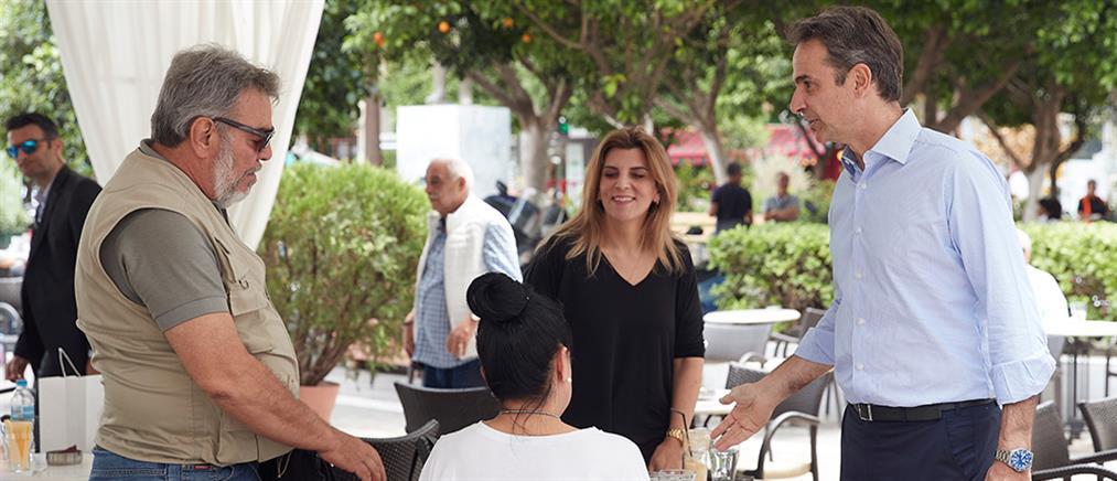 Πειραιάς: Βόλτα Μητσοτάκη στην αγορά (εικόνες)