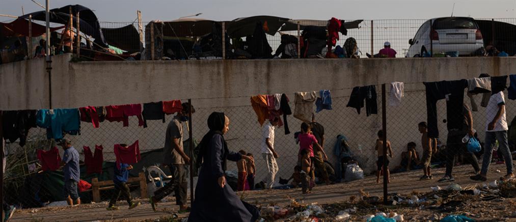 Λέσβος: Στο δρόμο παραμένουν οι περισσότεροι πρόσφυγες και μετανάστες