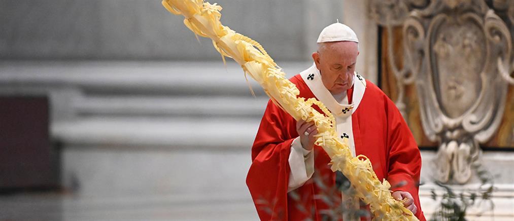 Βατικανό: η λειτουργία της Κυριακής των Βαΐων στην άδεια Βασιλική του Αγίου Πέτρου