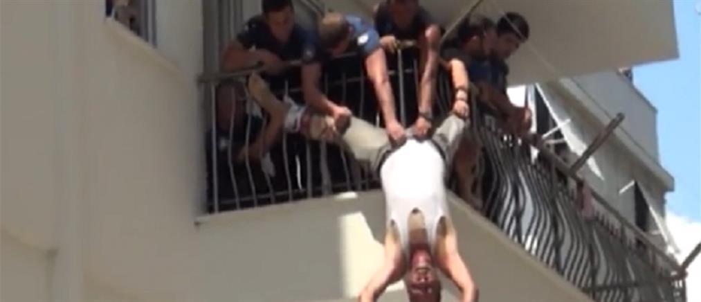 Συγκλονιστική διάσωση επίδοξου αυτόχειρα: Τον έπιασαν από την ζώνη! (βίντεο)