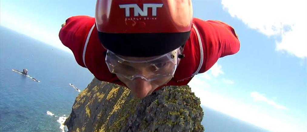 Πήδηξε πάνω από ηφαίστειο (Βίντεο)