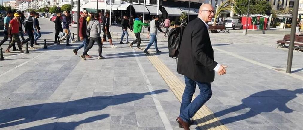 Δήμαρχος Ανατ. Σάμου: Οι μετανάστες πήγαν να καταλάβουν την πλατεία και έσπασαν αυτοκίνητα